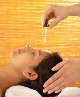 forehead oil massage