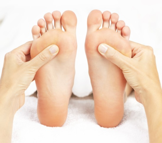 comparison between acupressure and reflexology
